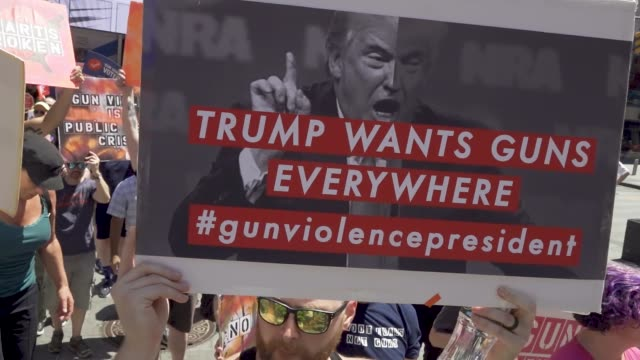 gays against guns rally in midtown manhattan for tighter gun control laws in light of the recent mass shootings in brownsville dayton el paso and... - protesta contro la violenza armata video stock e b–roll