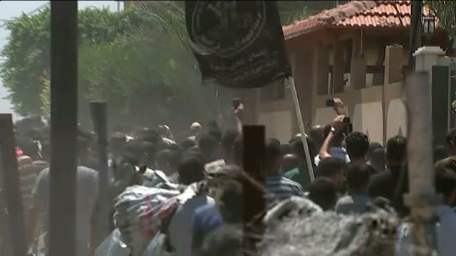 ceasefire: damaged infrastructure in gaza; israel: gaza: beit lahiy: ext various of crowd of mourners carrying covered body of senior islamic... - jihad stock videos & royalty-free footage