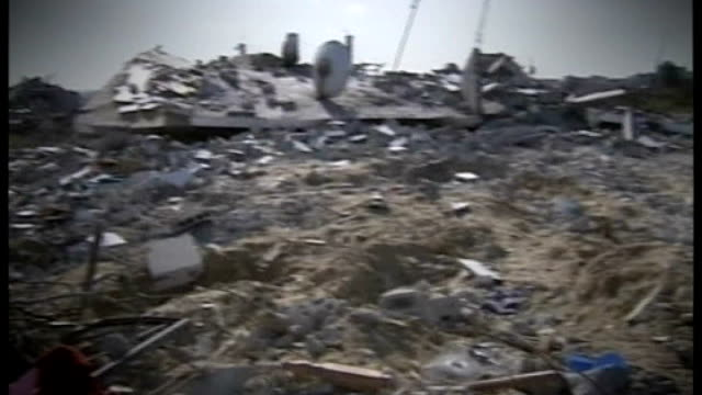 tony blair calls for viable ceasefire; january 2009 general view of wrecked buildings destroyed by israeli bombs palestinian people around temporary... - temporary stock videos & royalty-free footage