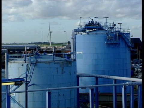vídeos de stock e filmes b-roll de gazprom warns europe it will sell gas to china if its expansion in europe is barred tx county durham easington ext gas processing plant - condado de durham inglaterra