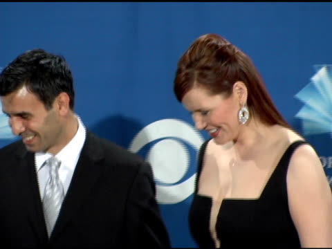 geena davis and husband dr reza jarrahy at the 2006 people's choice awards press room at the shrine auditorium in los angeles, california on january... - ジーナ デイヴィス点の映像素材/bロール