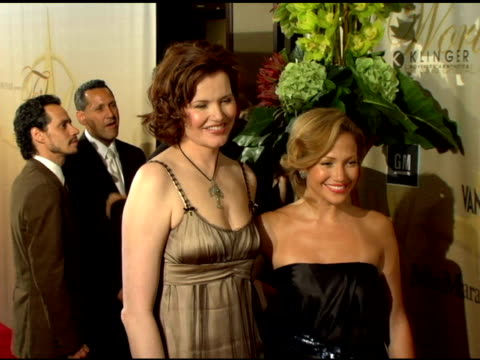 vídeos de stock, filmes e b-roll de geena davis and jennifer lopez at the 2006 crystal and lucy awards at the century plaza in century city california on june 7 2006 - century plaza
