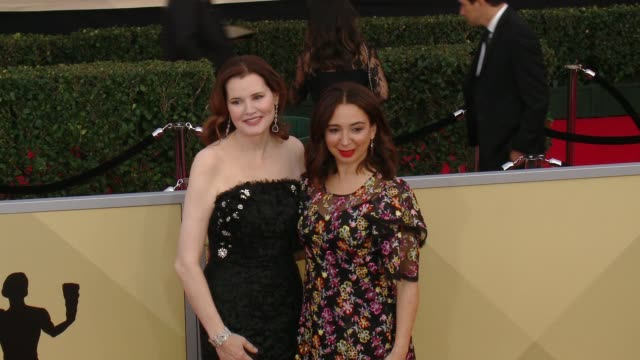 geena davis and maya rudolph at the 24th annual screen actors guild awards at the shrine auditorium on january 21, 2018 in los angeles, california. - maya rudolph video stock e b–roll
