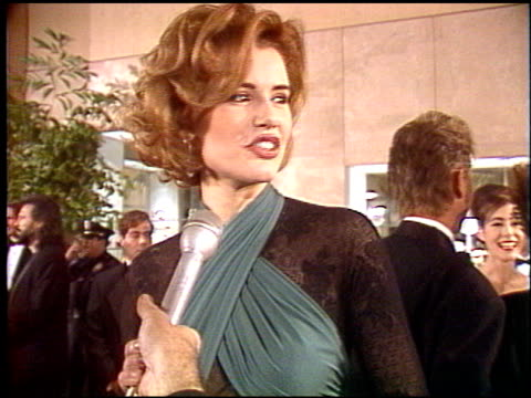 geena davis at the 1992 golden globe awards at the beverly hilton in beverly hills, california on january 18, 1992. - ジーナ デイヴィス点の映像素材/bロール