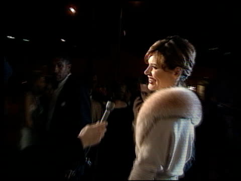 stockvideo's en b-roll-footage met geena davis at the 1998 academy awards vanity fair party at morton's in west hollywood california on march 23 1998 - 70e jaarlijkse academy awards