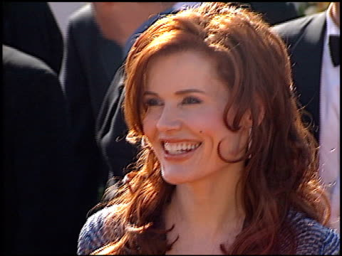 geena davis at the 2000 emmy awards at the shrine auditorium in los angeles, california on september 10, 2000. - ジーナ デイヴィス点の映像素材/bロール
