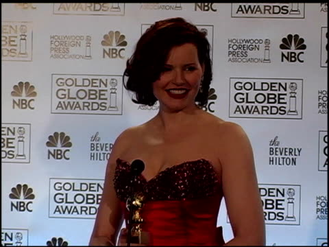 geena davis at the 2006 golden globe awards press room at the beverly hilton in beverly hills, california on january 16, 2006. - ジーナ デイヴィス点の映像素材/bロール