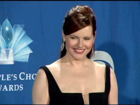 geena davis at the 2006 people's choice awards press room at the shrine auditorium in los angeles california on january 10 2006 - geena davis stock videos & royalty-free footage