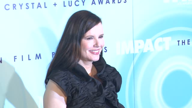 geena davis at the 2011 women in film crystal + lucy awards sponsored by pandora and max mara at beverly hills ca. - ジーナ デイヴィス点の映像素材/bロール