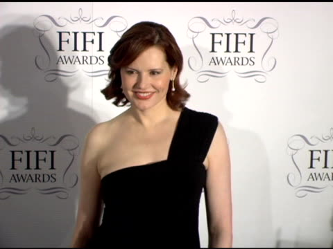 geena davis at the 34th annual fifi awards presented by the fragrance foundation at the hammerstein ballroom in new york, new york on april 3, 2006. - ジーナ デイヴィス点の映像素材/bロール