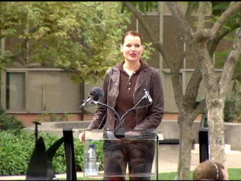 geena davis at the president bill clinton supports prop 87 at ucla campus in westwood, california on october 13, 2006. - ジーナ デイヴィス点の映像素材/bロール