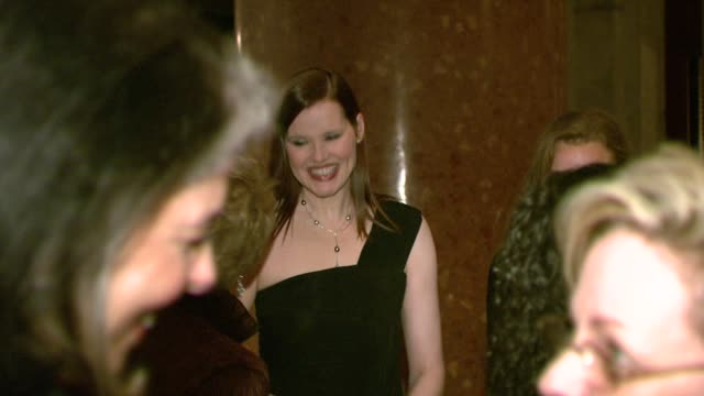 geena davis at the white house project honors billie jean king, at 2007 epic awards at the american museum of natural history in new york, new york... - ジーナ デイヴィス点の映像素材/bロール