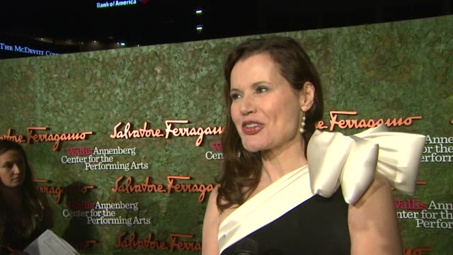 geena davis on the event at wallis annenberg center for the performing arts inaugural gala presented by salvatore ferragamo on 8/17/13 in los... - ジーナ デイヴィス点の映像素材/bロール
