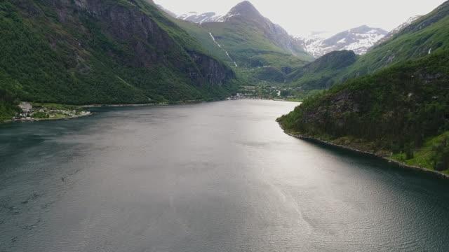 geiranger fjord, norwegen - ferry stock-videos und b-roll-filmmaterial