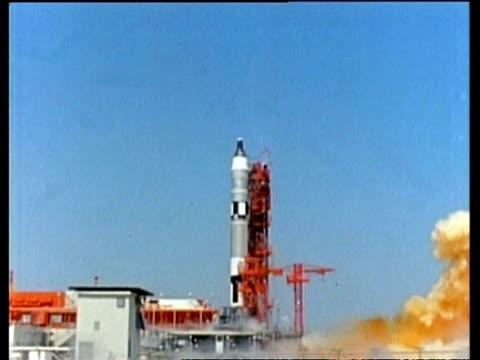 wa gemini titan ignition, cu gemini titan lift off, usa - ロケット点の映像素材/bロール