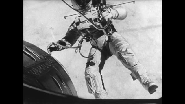 gemini vii leaves the launch pad / astronaut floating in space / gemini capsule floating above the earth / rendezvous of gemini vi and gemini vii /... - weltraumforschung stock-videos und b-roll-filmmaterial