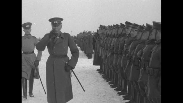 gen. hans von seeckt reviews troops on snowy ground and salutes as they march past / note: exact day not known - weimar video stock e b–roll