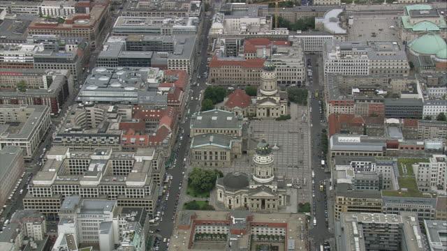 vidéos et rushes de aerial gendarmenmarkt, berlin, germany - style néoclassique