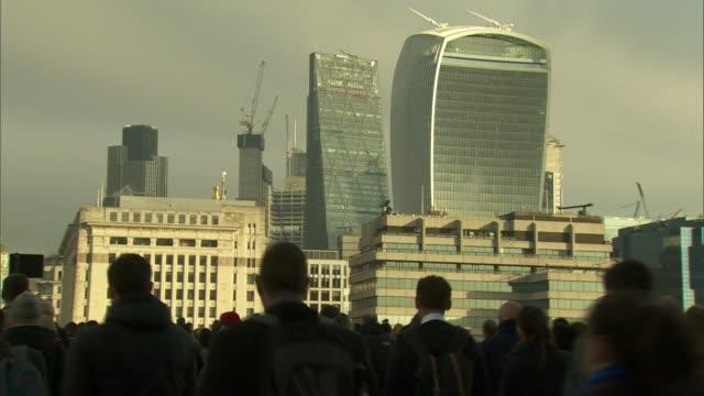 vídeos y material grabado en eventos de stock de gender pay gap is worse in public sector than private firms r11021601 / london london bridge ext crowd of commuters along london bridge with tower... - walkie talkie
