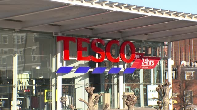 tesco faces record equal pay claim date exterior of tesco store - tesco点の映像素材/bロール