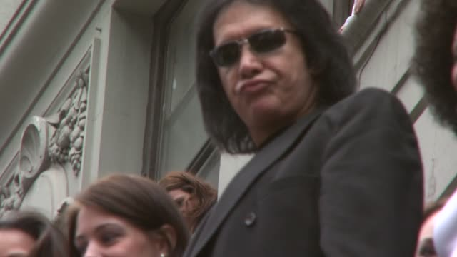 stockvideo's en b-roll-footage met gene simmons and models at the world's first 'assvertising' campaign created by gene simmons and 25 female models at hard rock cafe in new york new... - gene simmons