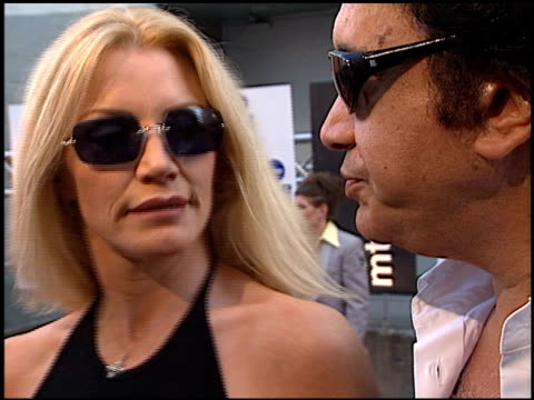 stockvideo's en b-roll-footage met gene simmons at the 2000 mtv movie awards at sony studios in culver city california on june 3 2000 - gene simmons