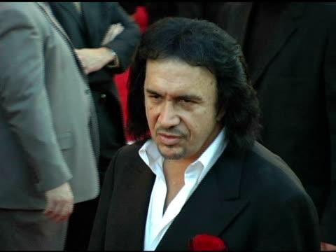 stockvideo's en b-roll-footage met gene simmons at the 2004 american music awards red carpet at the shrine auditorium in los angeles california on november 14 2004 - gene simmons