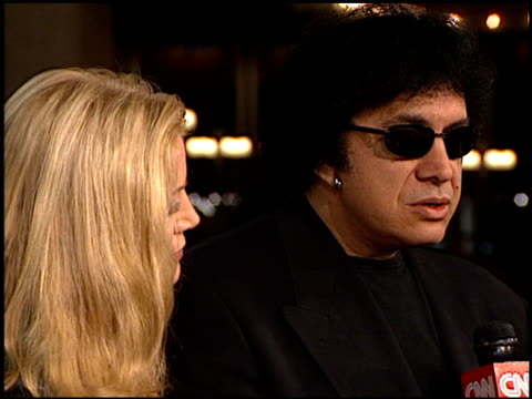 stockvideo's en b-roll-footage met gene simmons at the 'american history x' premiere at century plaza in century city california on october 26 1998 - gene simmons
