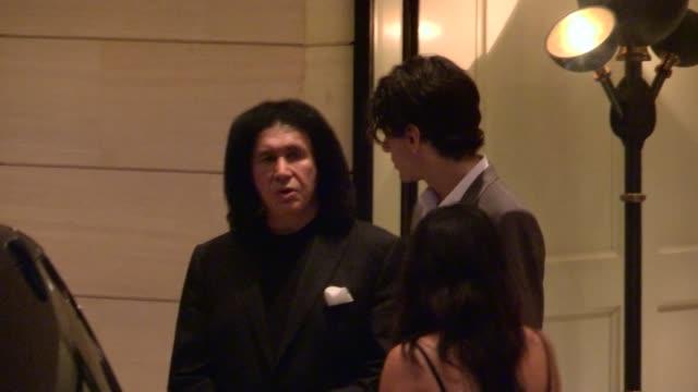 stockvideo's en b-roll-footage met gene simmons nick simmons depart the london hotel in west hollywood 12/01/12 - gene simmons