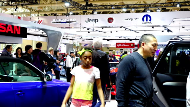 general ambience in the canadian international autoshow which is canada's largest automotive show held annually at the metro toronto convention... - verkaufsargument stock-videos und b-roll-filmmaterial