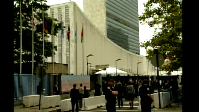 gordon brown visit; usa: new york: ext gordon brown mp along city street outside united nations building with others gordon brown mp interview sot -... - gordon brown stock-videos und b-roll-filmmaterial