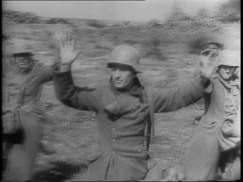 general bernard law montgomery wins a bet against american generals and gains a b17 flying fortress bomber / crowd around b17 / montgomery stepping... - 1943年点の映像素材/bロール