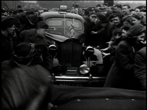 vídeos de stock, filmes e b-roll de general bernard montgomery arrives in a car and is greeted by cheering factory workers / united kingdom - bernard l. montgomery
