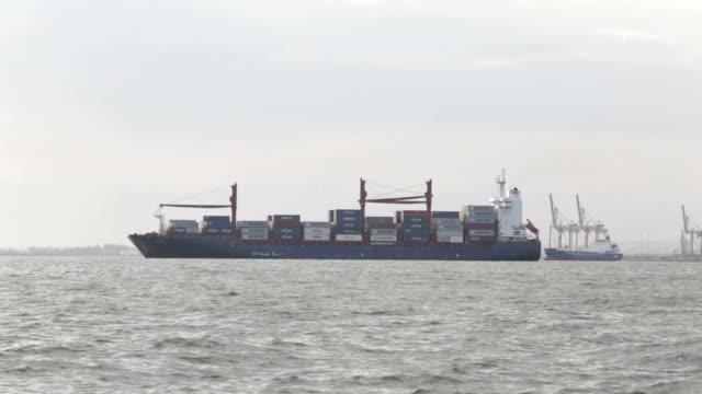 Algemene vrachtschip in de haven van Thessaloniki