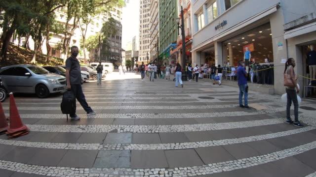 vídeos de stock, filmes e b-roll de general carneiro street - são paulo - pedestre