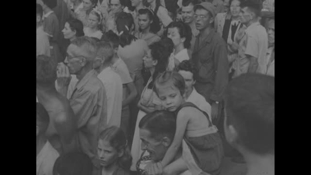 stockvideo's en b-roll-footage met general douglas macarthur arrives at japaneserun internment camp at university of santo tomas in manila philippines walks from car and salutes... - douglas macarthur