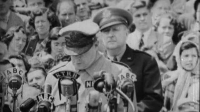 General Douglas MacArthur having speech / USA