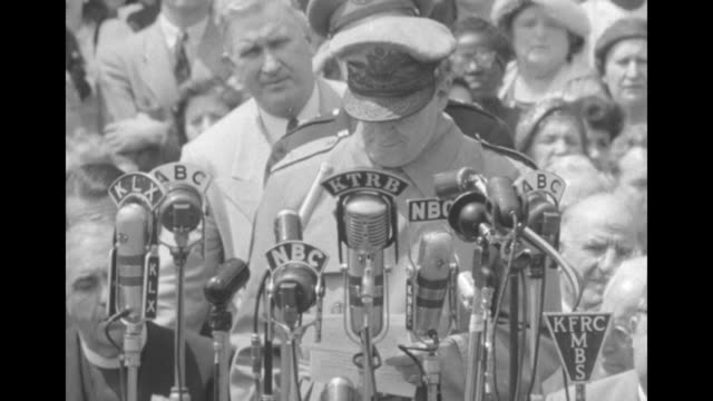 General Douglas MacArthur makes speech at Washington Monument / general says he will not enter politics / also says God bless America