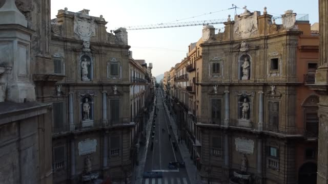 general drone footage of an almost deserted street during coronavirus crisis on march 20, 2020 in palermo, italy. italy continues its lockdown to... - abandoned stock videos & royalty-free footage