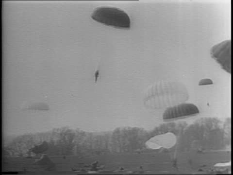 general dwight d eisenhower observing paratrooper rehearsal / montage single paratrooper with parachute open paratroopers landing paratrooper being... - fallschirmjäger stock-videos und b-roll-filmmaterial