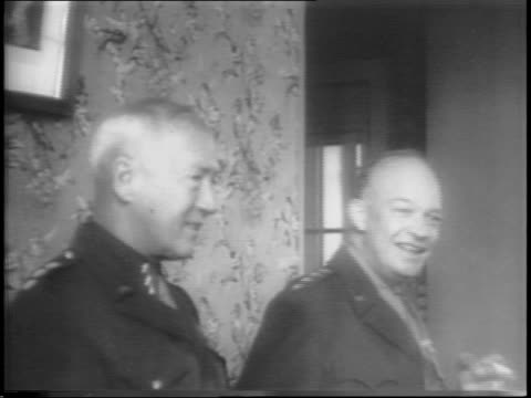 stockvideo's en b-roll-footage met general dwight eisenhower inspects troops / eisenhower salutes / general eisenhower eats lunch at table with general george patton - slagfront