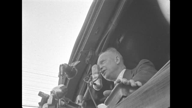 general dwight eisenhower speaking to crowd and campaigning for president of the united states in 1952. - united states and (politics or government)点の映像素材/bロール