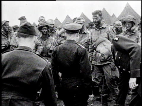 ms general eisenhower climbs over barbed wire to join us army soldiers / ha eisenhower mingles with soldiers / cu eisenhower speaks with one soldier... - 1944 stock videos & royalty-free footage