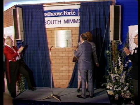stockvideo's en b-roll-footage met general election 1987: roundup:; a) england: s mimms: int tcms margaret thatcher's hands holding teapot tilt up thatcher chatting - lord forte... - david steel politiek