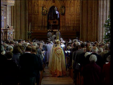 archbishop of canterbury comments lib england canterbury archbishop of canterbury dr george carey along int bv carey away up church nave ms carey... - kanzel stock-videos und b-roll-filmmaterial