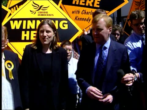 campainging itn england west country newton abot charles kennedy along with girlfriend sarah gurling as greeting supporters i/c kennedy greeting... - charles kennedy stock videos & royalty-free footage