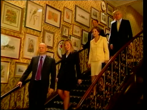 europe/poster itn brighton william and ffion hague john and norma major and michael portillo down stairs in hotel pull cms major pull out as all pose... - ノーマ メジャー点の映像素材/bロール