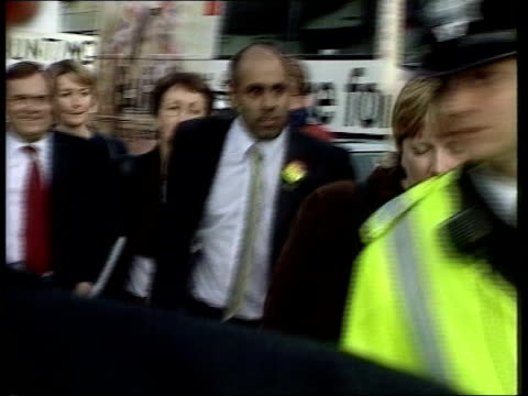 tax row national insurance levels lib wales rhyl deputy prime minister john prescott towards as reacts to egg attack by punching protester copyright... - ジョン プレスコット点の映像素材/bロール