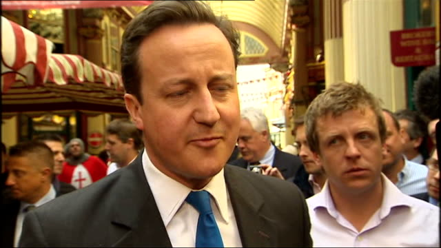 vídeos de stock, filmes e b-roll de david cameron leadenhall market walkabout david cameron interview sot debate went well/ not about debating contest but to explain change and... - compasso