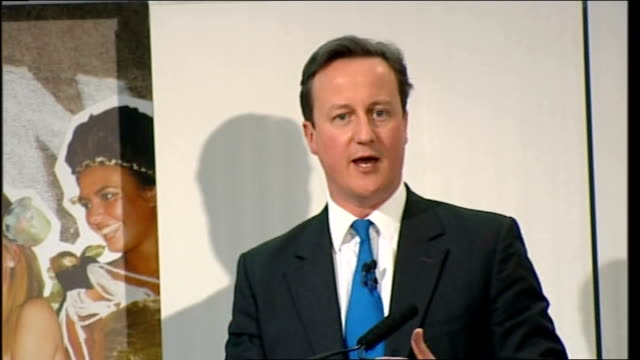 vídeos y material grabado en eventos de stock de general election 2010: david cameron speech at the fashion retail academy; england: london: fashion retail academy: int **beware flash photography**... - jeremy paxman